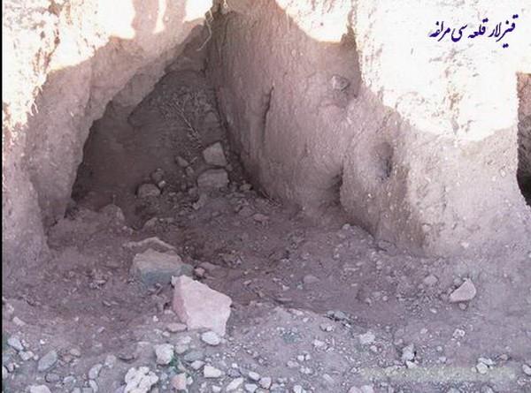 قلعه و غار قيزلار قلعه سي