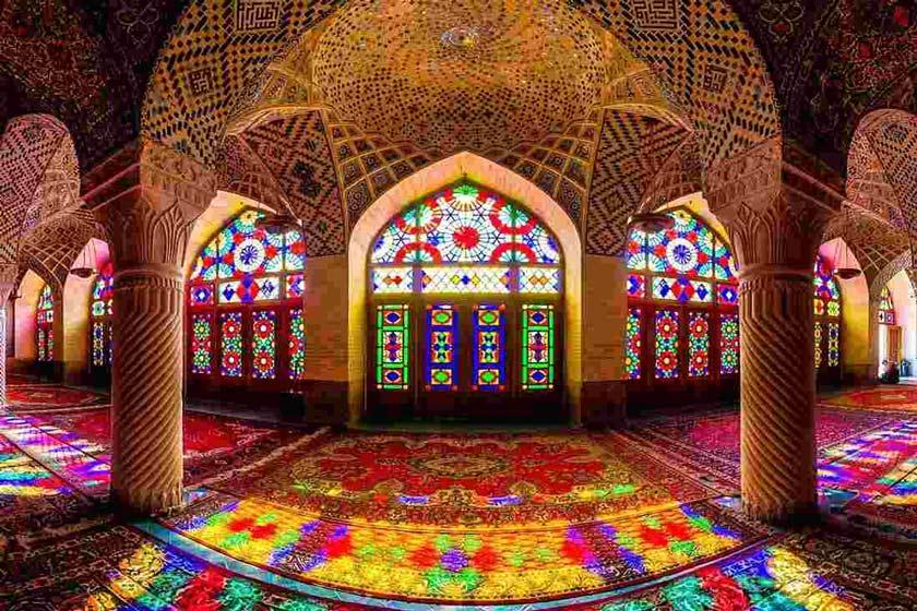 مسجد نصیرالملک شیراز، مسجد رنگ ها