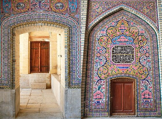 nasir4 مسجد نصیرالملک شیراز، مسجد رنگ ها