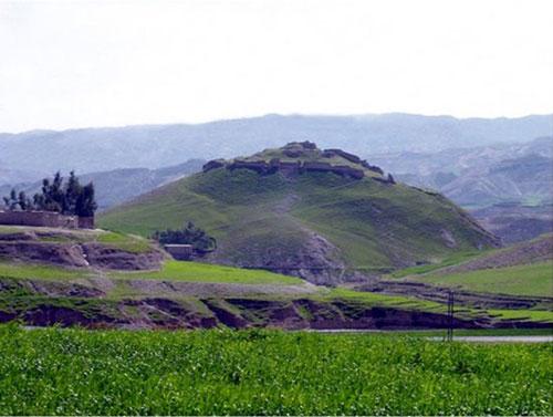 قلعه تاریخی پشت قلعه