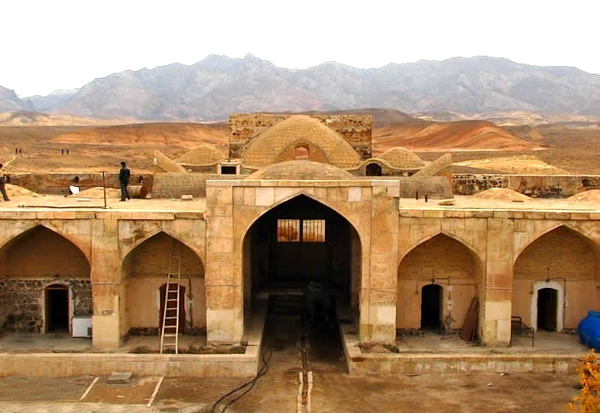 11-6-14-122456kavir-center2 کاروانسرای قصر بهرام