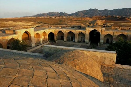 kavir-center22 کاروانسرای قصر بهرام