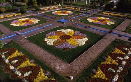 محوطه باغ باغ گلها