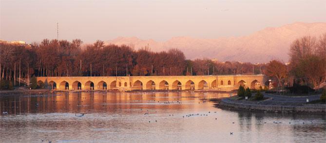 پل چوبی از جاهای دیدنی اصفهان جاهای دیدنی اصفهان (100 جاذبه گردشگری اصفهان)