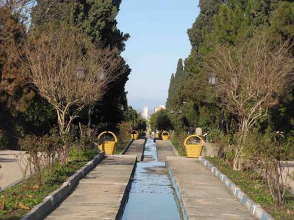 2 باغ چهلستون اشرف