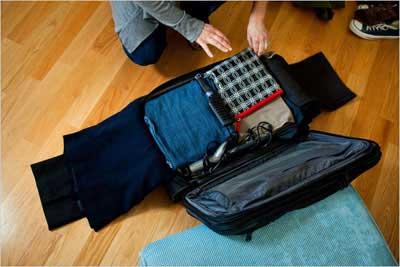 آموزش جا دادن وسایل سفر در یک چمدان کوچک
