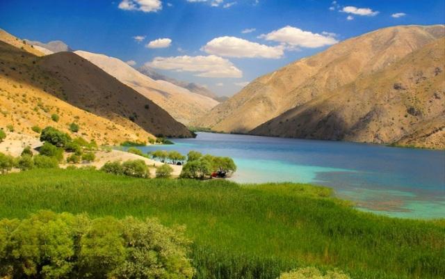 دریاچه گهر از جاهای دیدنی ایران 100 جاهای دیدنی ایران که قبل از مرگ باید دید