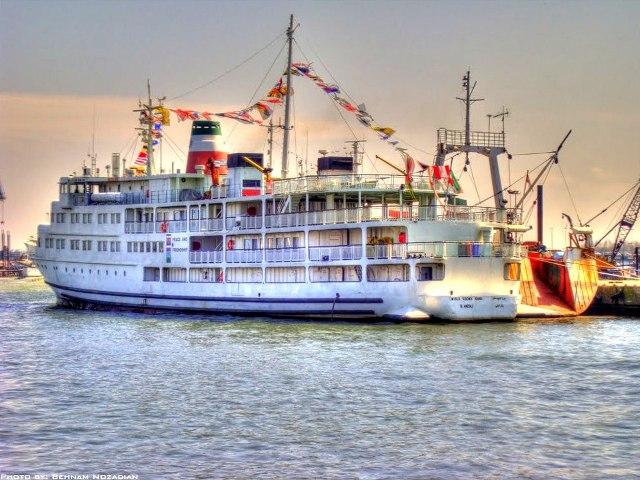 کشتی مسافری   تفریحی میرزا کوچک خان