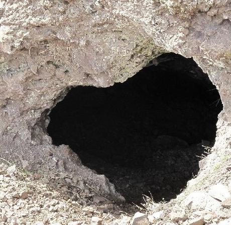 بادامستان غار تاریخی بادامستان