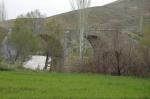پل تاریخی و آبشار نوغان