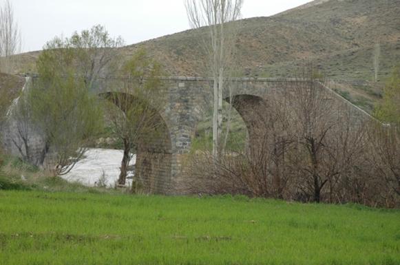 نوغان پل تاریخی و آبشار نوغان
