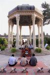 آرامگاه حافظ شیرازی عطرآگین به شمیم قرآن کریم