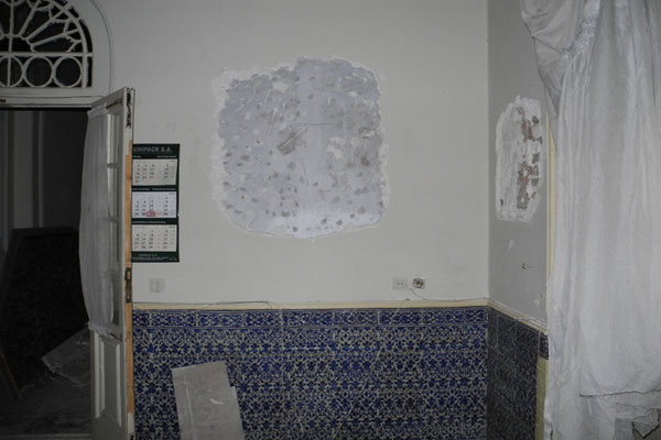 aR1393315263 تخریب کاشیکاری خانه پدر چای ایران