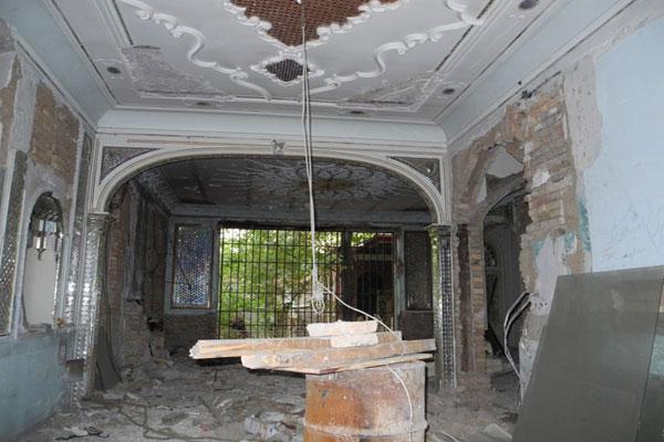 vK1393315265 تخریب کاشیکاری خانه پدر چای ایران