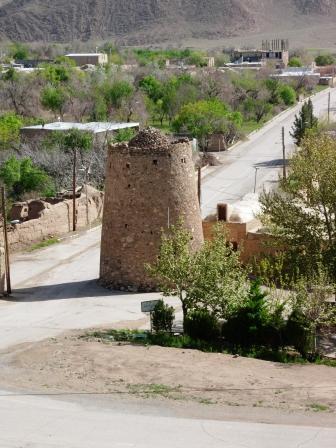 برجها و قلعه های قدیمی