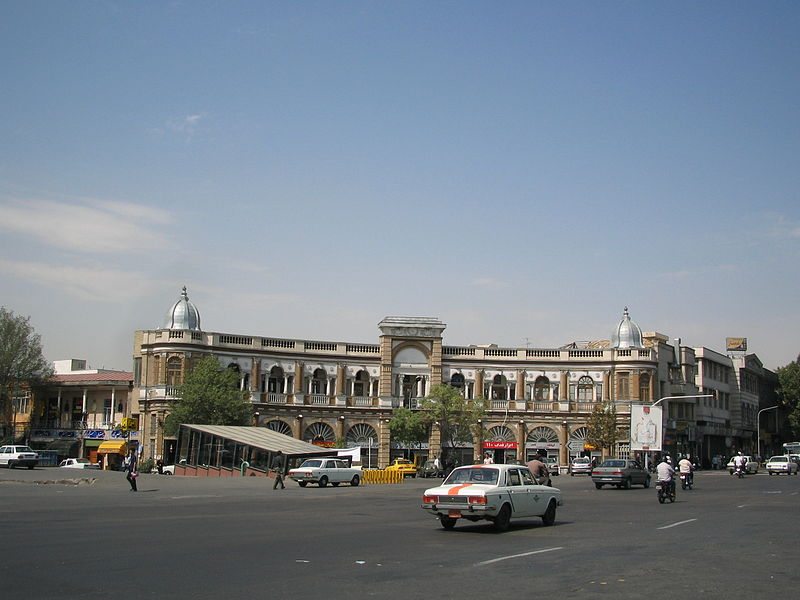 میدان حسن آباد