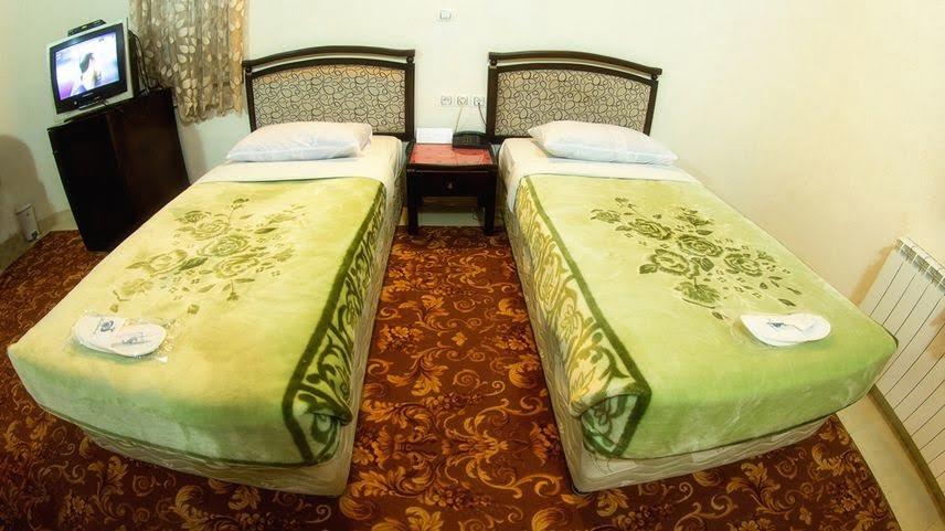 هتل جهانگردی تاکستان