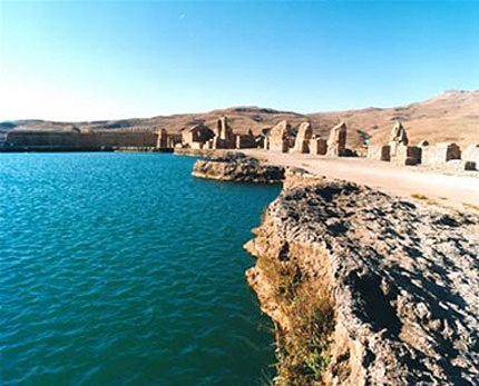 20120116-parsnameh2-koocheh چشمه آبگرم مکسان
