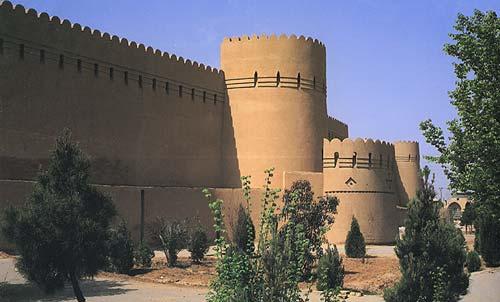 برج و باروی قدیم یزد