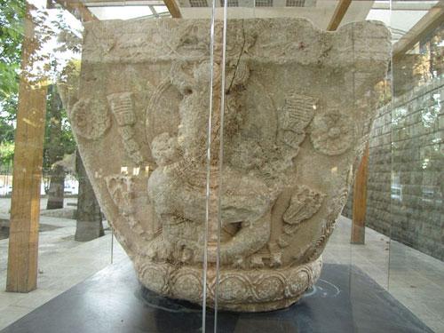 موزه سنگ طاق بستان ایزدبانو آناهیتا موزه سنگ کرمانشاه