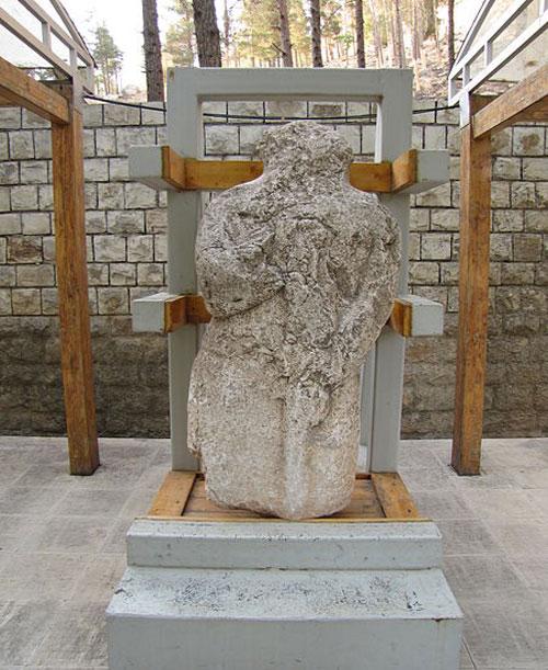 موزه سنگ طاق بستان خسروپرویز2 موزه سنگ کرمانشاه