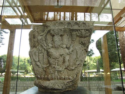 موزه سنگ طاق بستان سرستون اهورامزدا موزه سنگ کرمانشاه