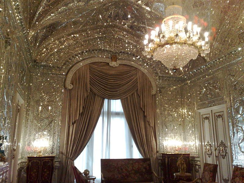 800px-Hall_Mirror_-_Shahvand_Castle_1