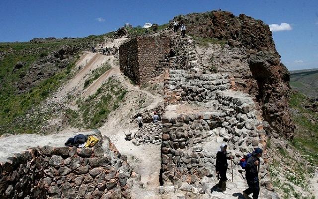 18 تپه باستانی آناهیتا