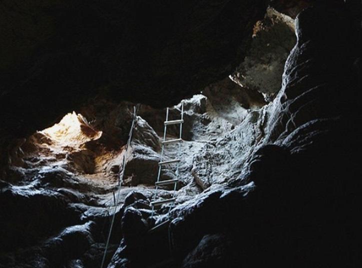 2 غار کهک