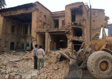 1746 تخریب سه باب خانه تاریخی در شیراز