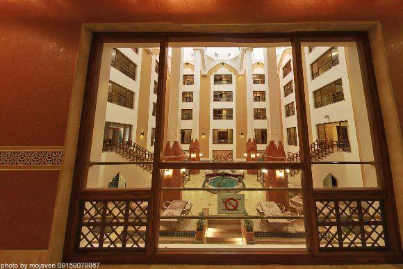 رستوران چهار فصل هتل پارسیان صفائیه یزد