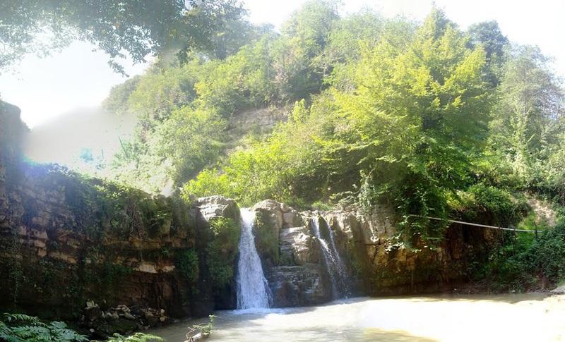 آبشار دراز کش