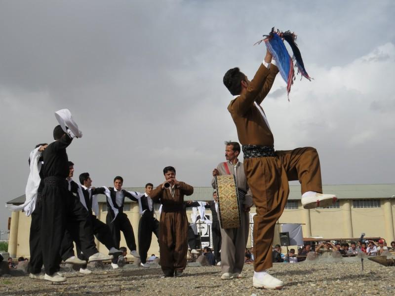 345 رقص بومی محلی در نیم ور