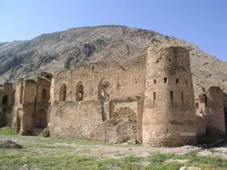 2895 دیوار قلعه کنجانچم ایلام تخریب شد