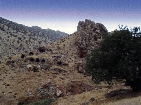129 آتشکده قلعه سام