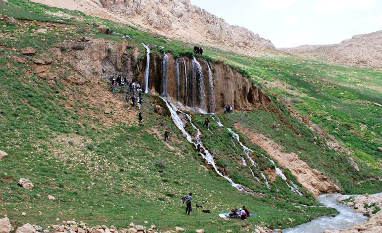 225 آبشار توف سورنگان