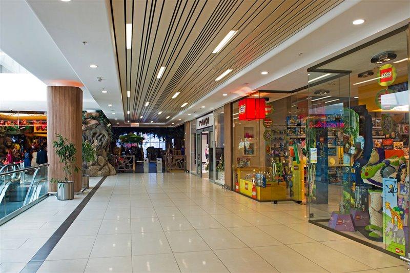981 مجموعه بزرگ تجاری تفریحی لاله پارک