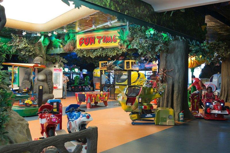 982 مجموعه بزرگ تجاری تفریحی لاله پارک