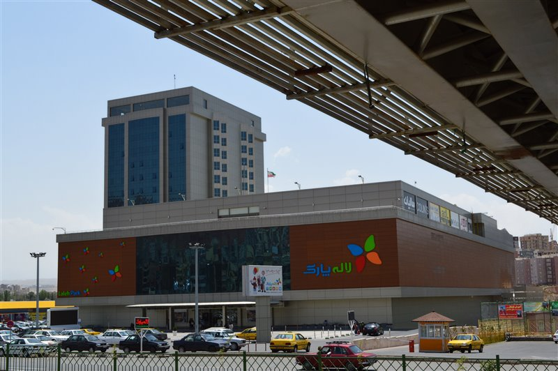 989 مجموعه بزرگ تجاری تفریحی لاله پارک