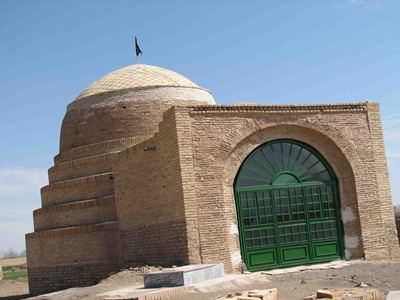 1195 مقبره پیر اویس مهابادی اردستان