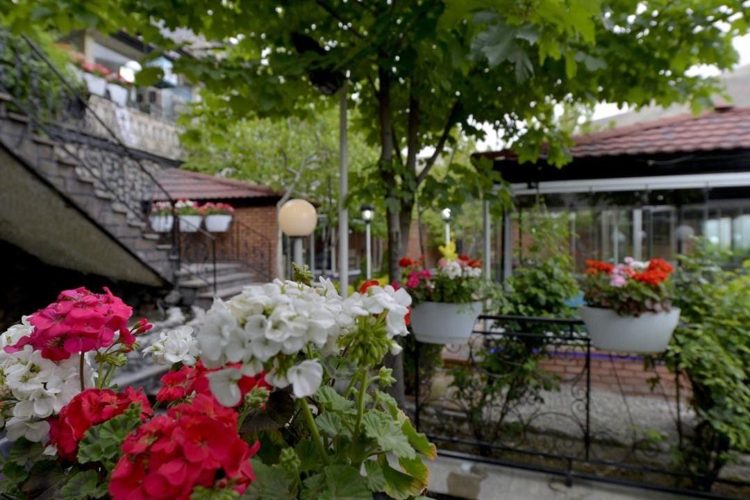 رستوران باغ بهشت فشم