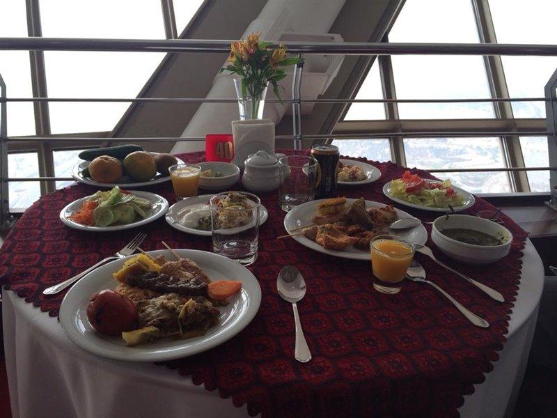 3-2 رستوران گردان برج میلاد تهران