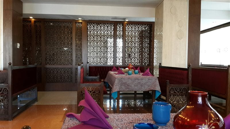 8-4 رستوران سنتی سی نور مشهد