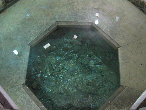 حوض ماهی و آب مقدس آب مقدس و حوض ماهی ها؛ آیینی باستانی در شیراز