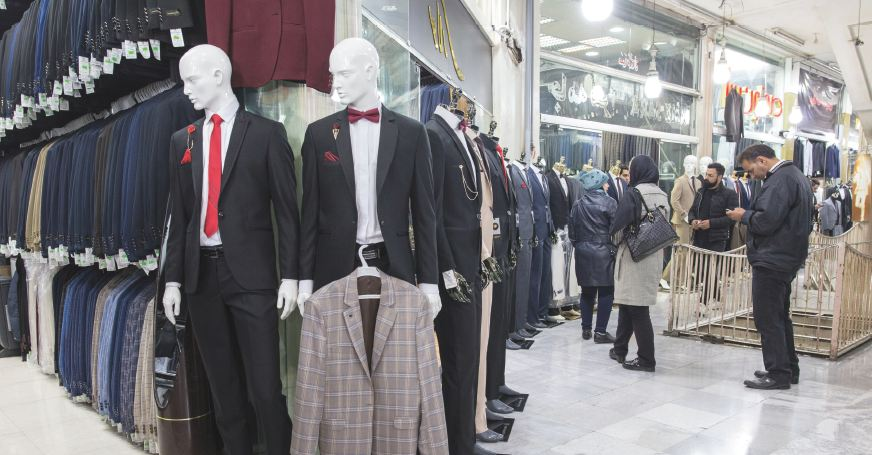 خیابان باب همایون (پر از لباس های مردانه)