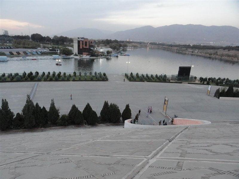دریاچه استادیوم آزادی
