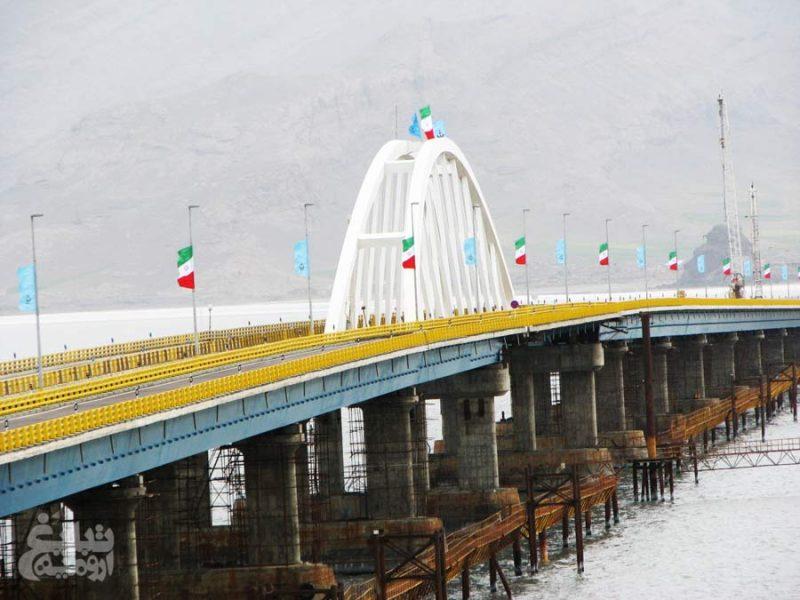 پل میان گذر دریاچه ارومیه