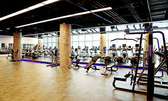 مجموعه ورزشی R8 تهران