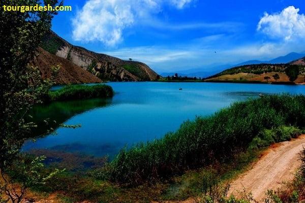 نمایی زیبا از دریاچه ولشت در کلاردشت طبیعت گردی با تورگردش