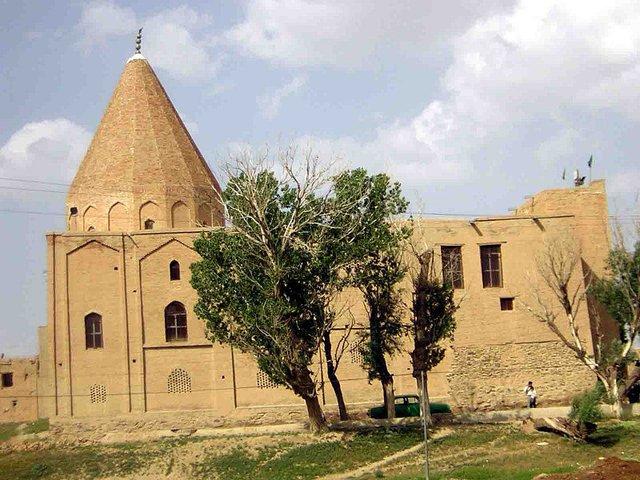 بقعه امامزادگان زید و قاسم ازنا با قدمت تاریخی 1000 ساله